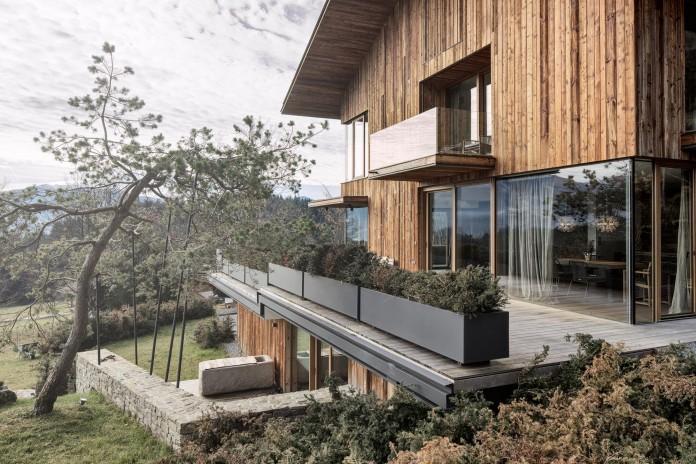 Haus-Wiesenhof-by-Gogl-Architekten-05