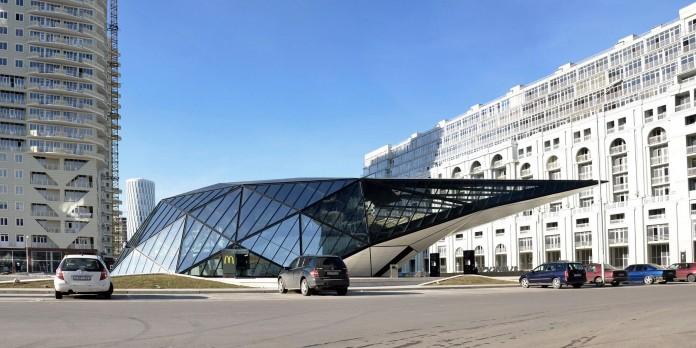 fuel-station-and-mcdonalds-restaurant-by-khmaladze-architects-08