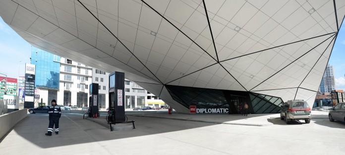 fuel-station-and-mcdonalds-restaurant-by-khmaladze-architects-11