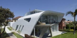 Moebius House by Tony Owen Partners