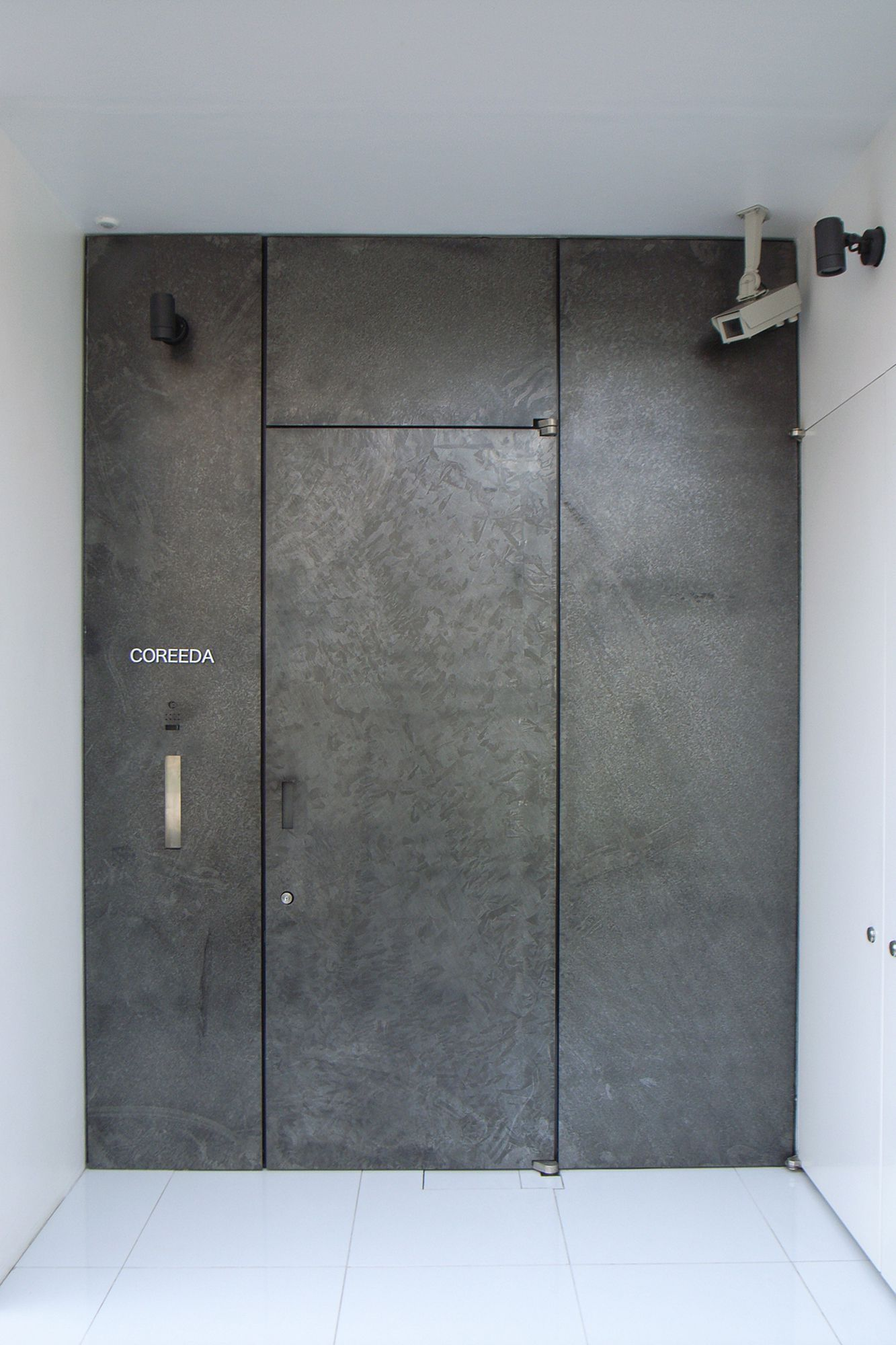 003_Entrance_1