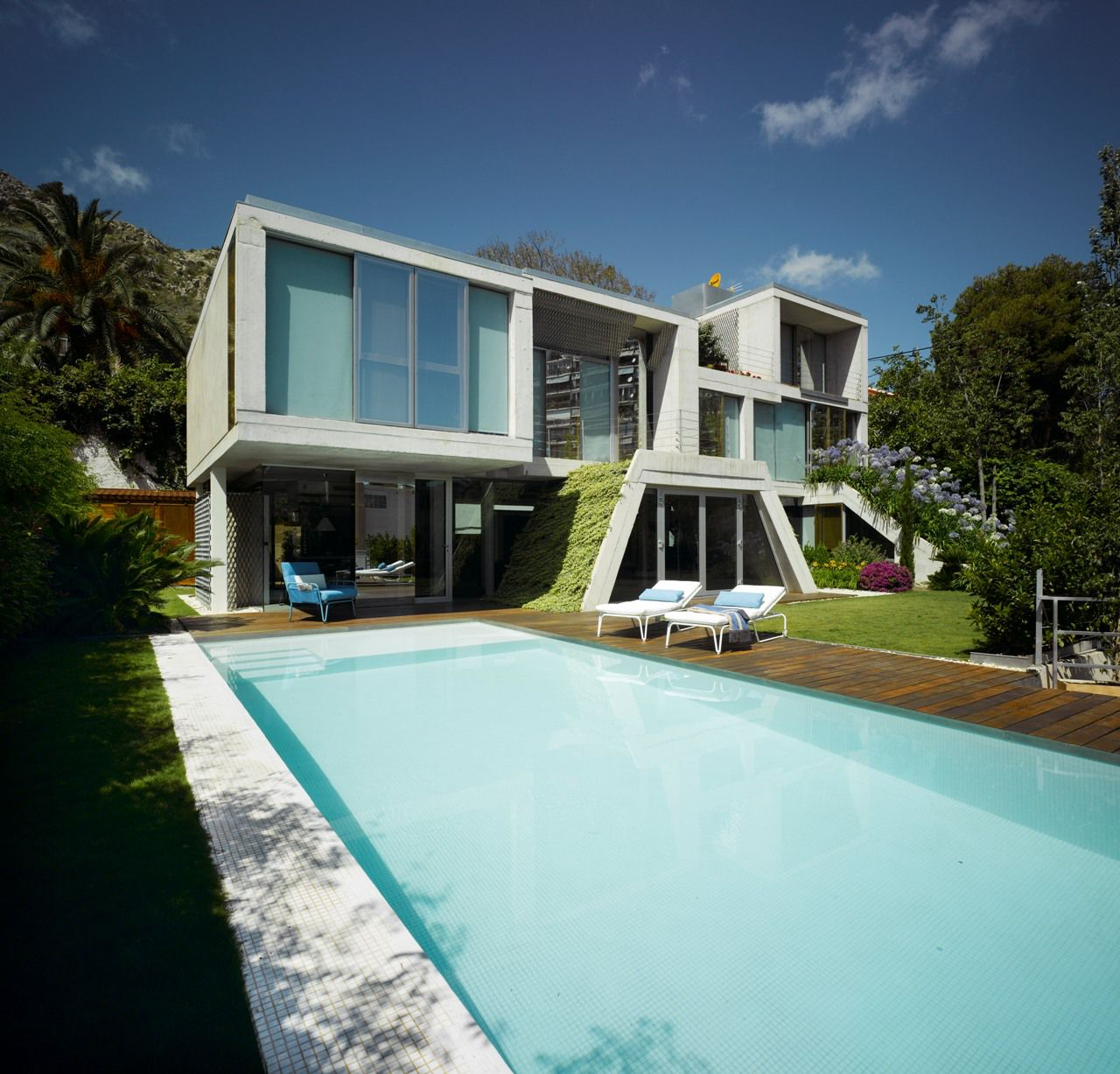 The Garden House in Alicante Spain by Joaquín Alvado Bañón
