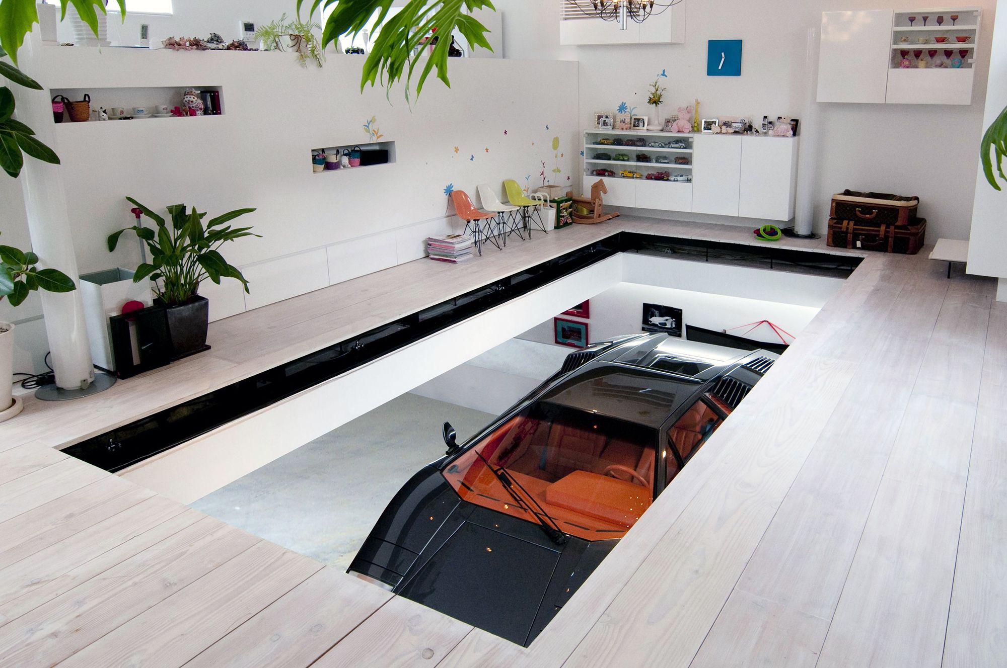 kre the house floating room by no 555 tsuchida takuya caandesign 013 3 living lift up the car jpg