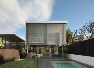 105 V House by Shaun Lockyer Architects