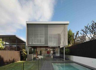 105 V House by Shaun Lockyer Architects
