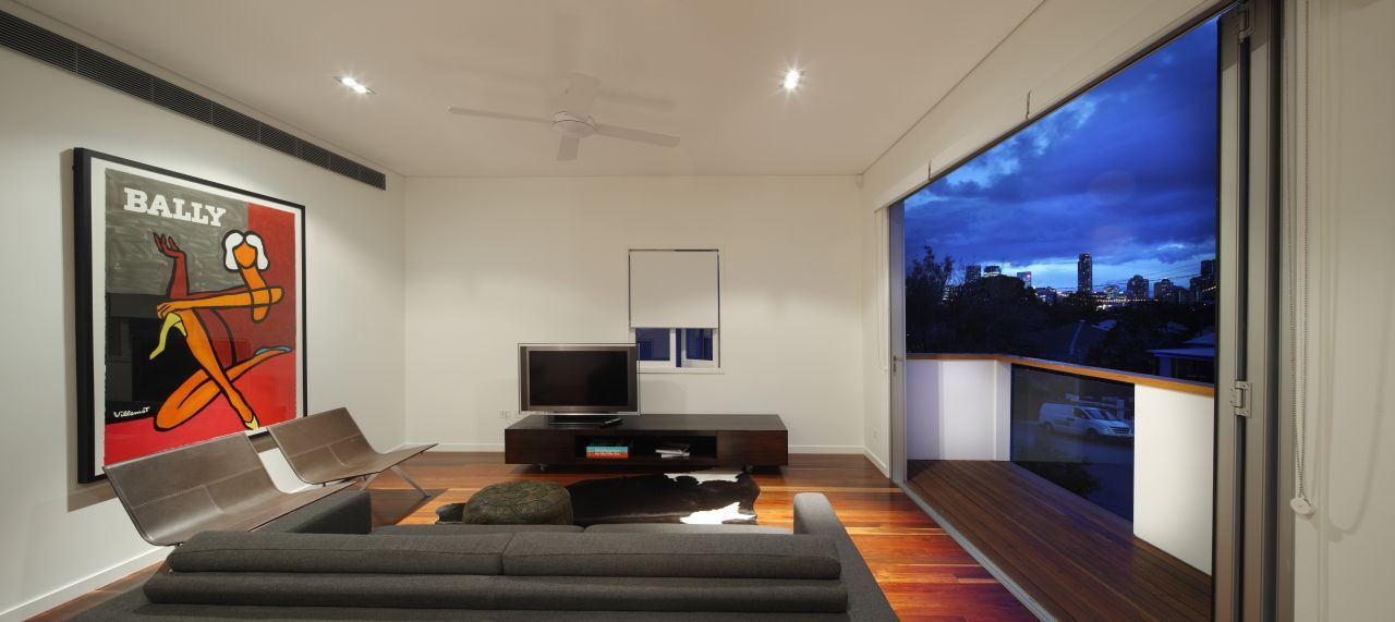 105 v house by shaun lockyer architects caandesign for Modern living room gadgets