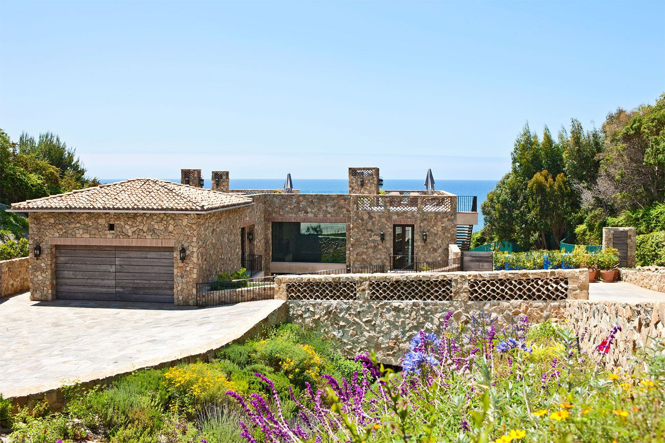 Multi million dollar italian style house on malibu beach