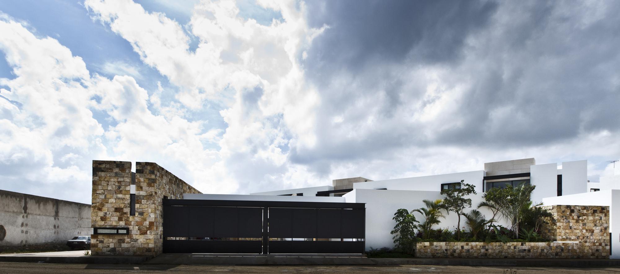 5305f3a8e8e44ed91b000002_temozon-house-carrillo-arquitectos-y-asociados_temozon_foto_02