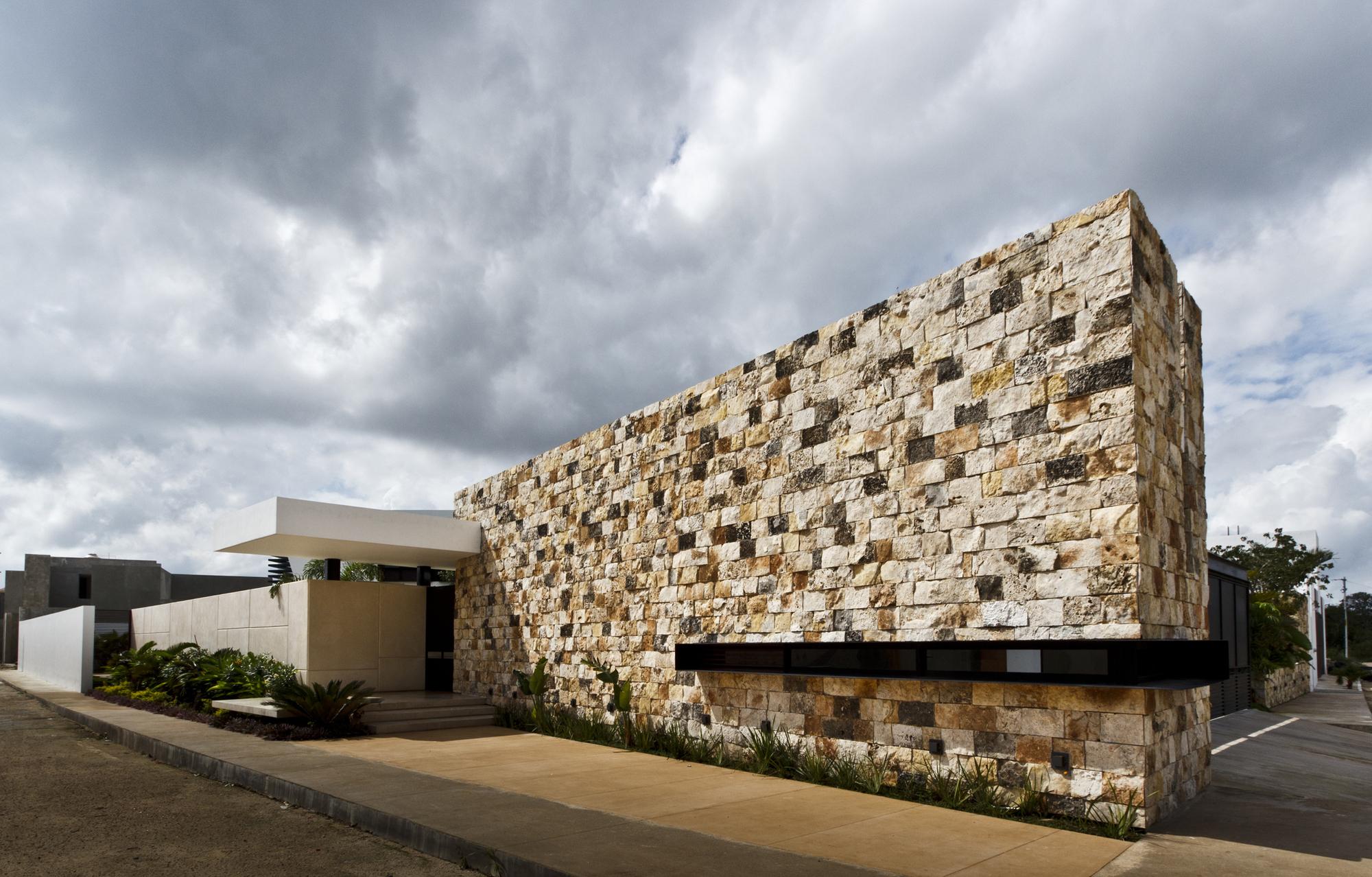 5305f3abe8e44e2ac3000005_temozon-house-carrillo-arquitectos-y-asociados_temozon_foto_01
