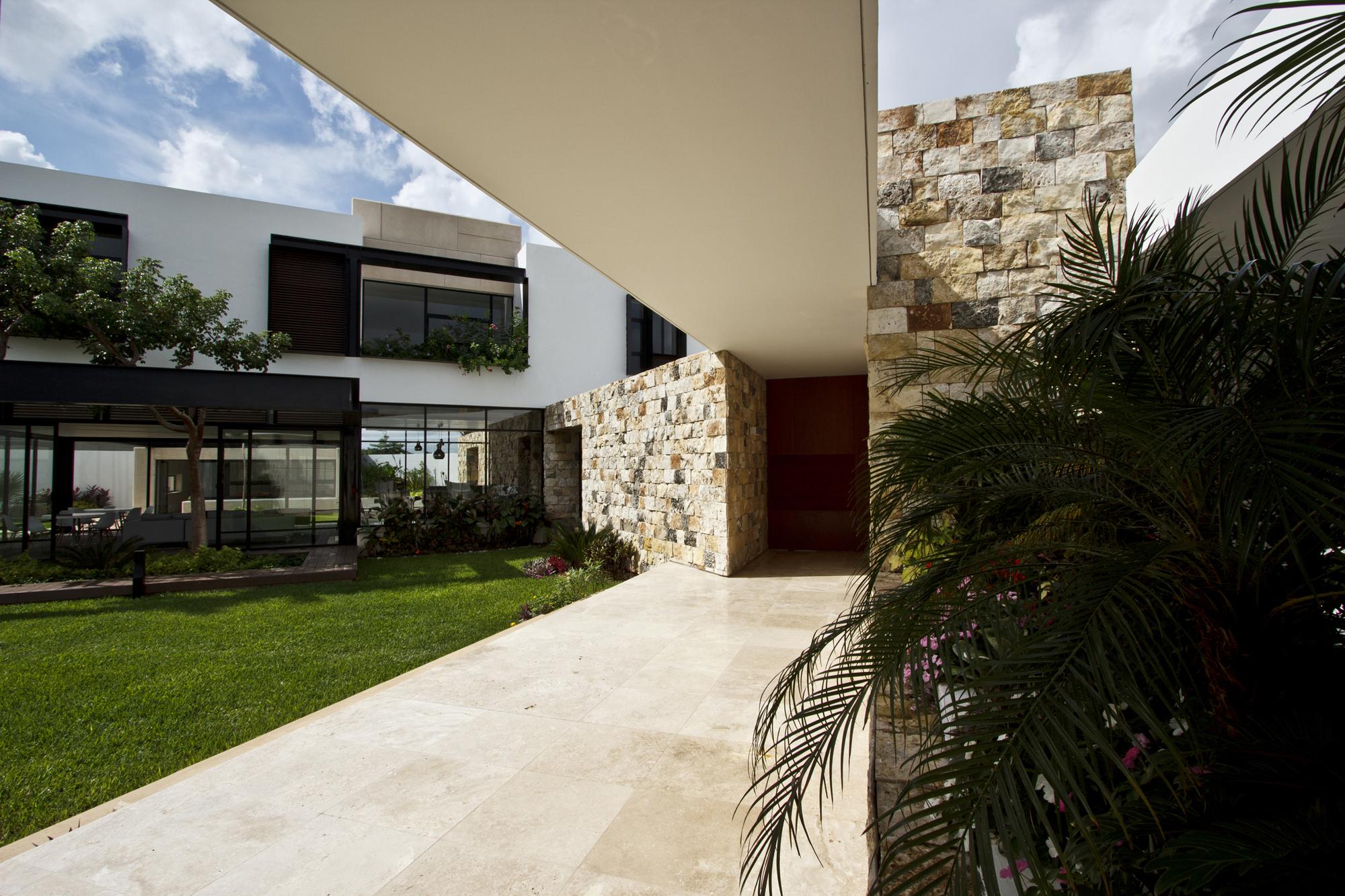 5305f3c0e8e44ed91b000003_temozon-house-carrillo-arquitectos-y-asociados_temozon_foto_04