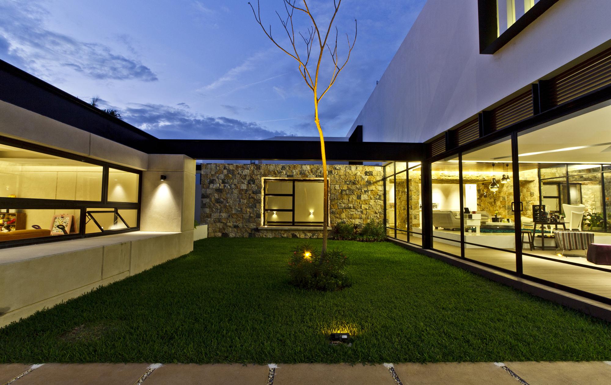 5305f402e8e44e2ac3000008_temozon-house-carrillo-arquitectos-y-asociados_temozon_foto_08