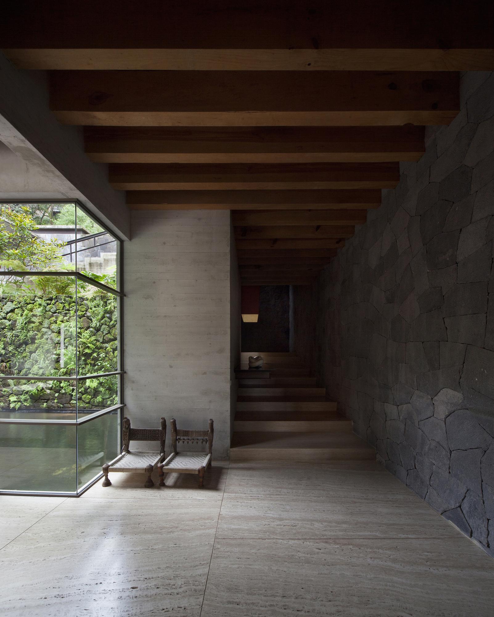 530eb57ac07a80ed3b000153_house-maza-chk-arquitectura_2014_02_18_mz_fotos_yoshihiro_2280px_ancho_-12-