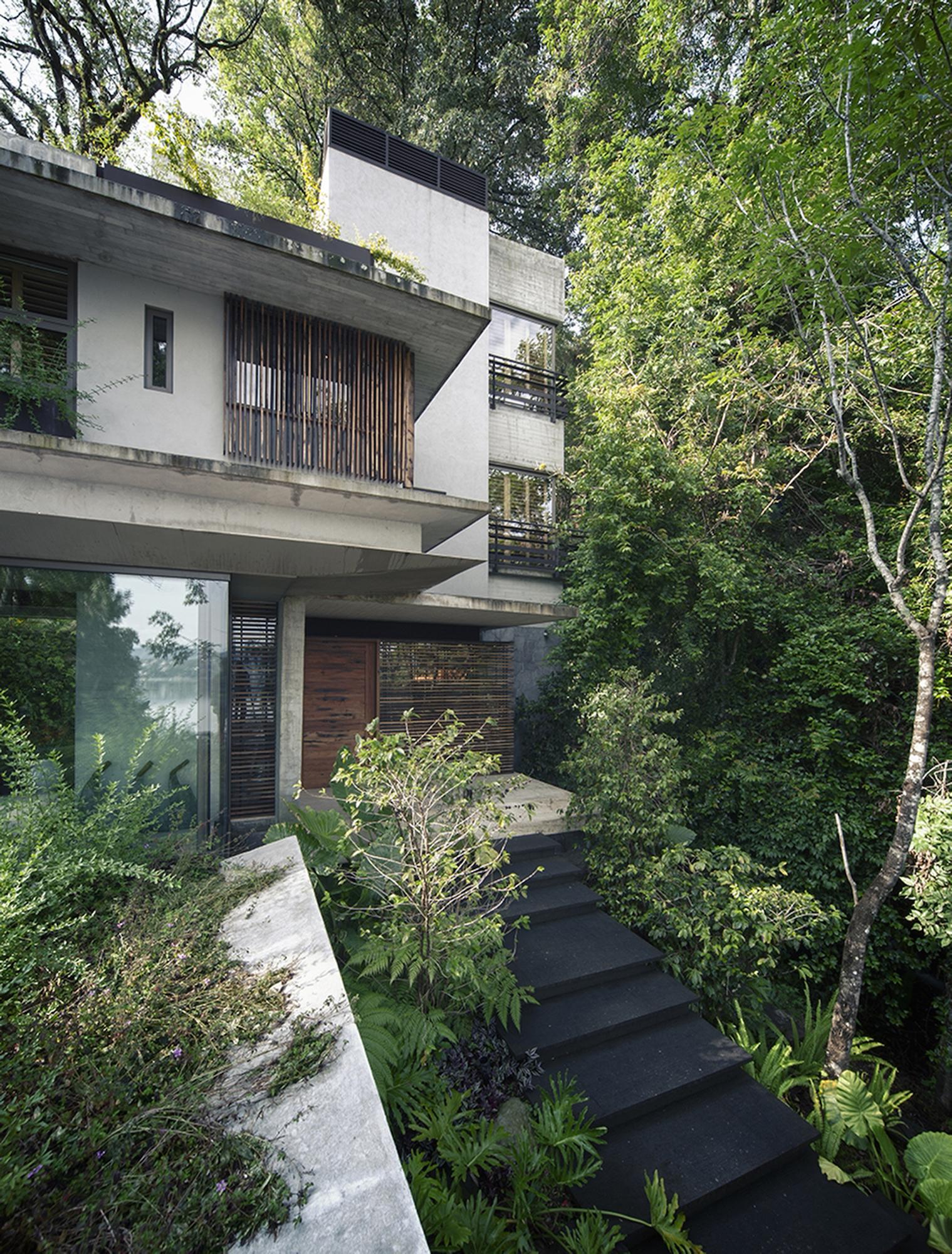 530eb842c07a80ed3b000158_house-maza-chk-arquitectura_2014_02_18_mz_fotos_yoshihiro_2280px_a<br /><br /> ncho_-22-