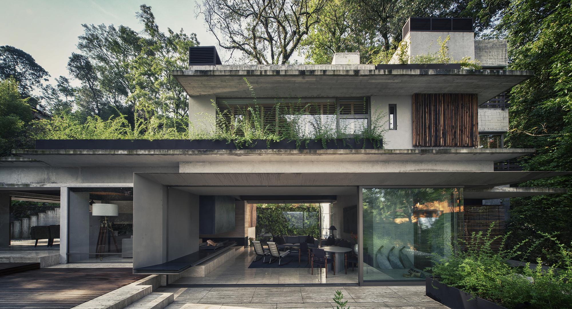 530eb88fc07a80ed3b000159_house-maza-chk-arquitectura_portada_2014_02_18_mz_fotos_yoshihiro_2280px_ancho_-3-