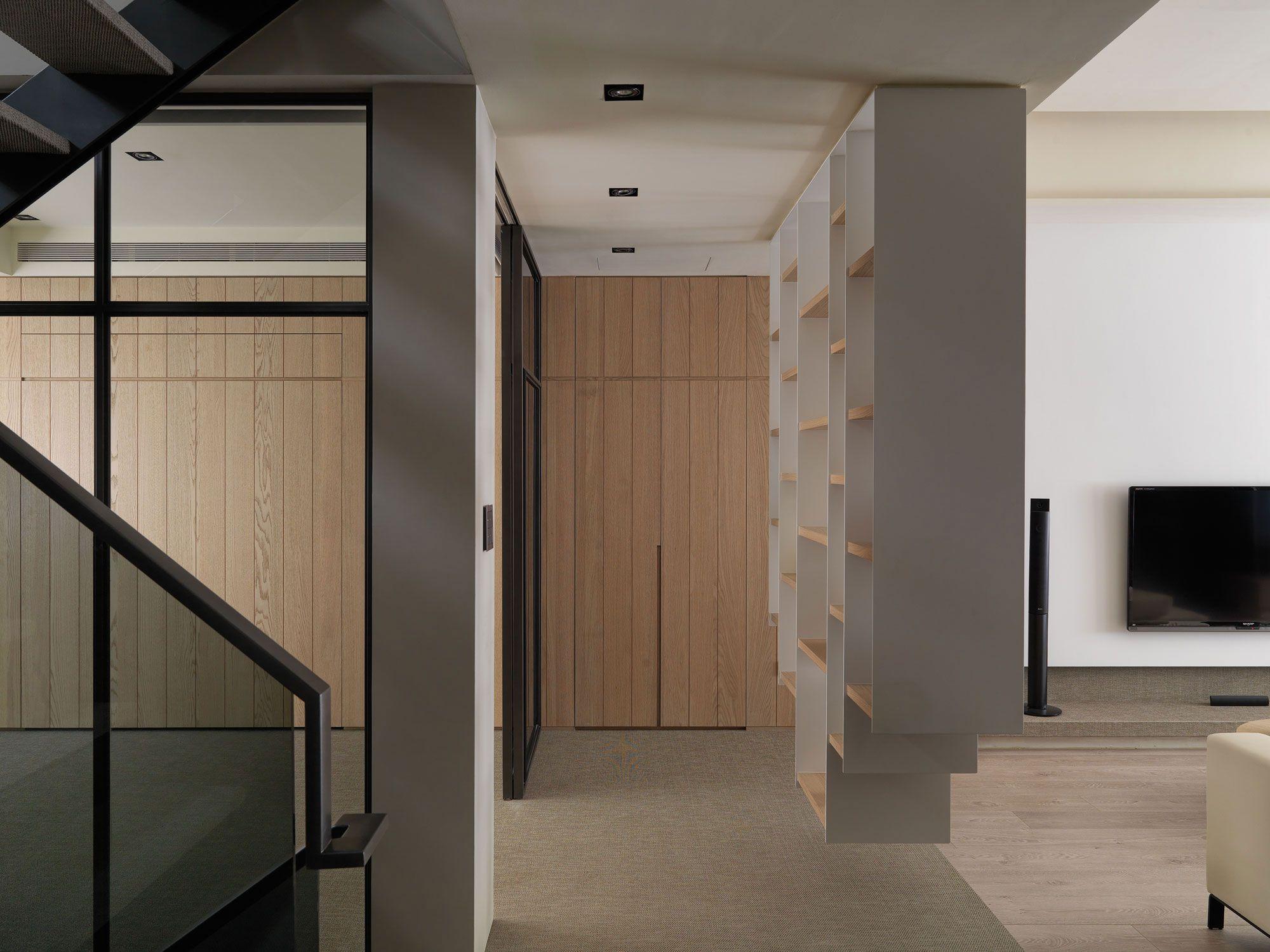 A-Multilevel-Contemporary-Apartment-01