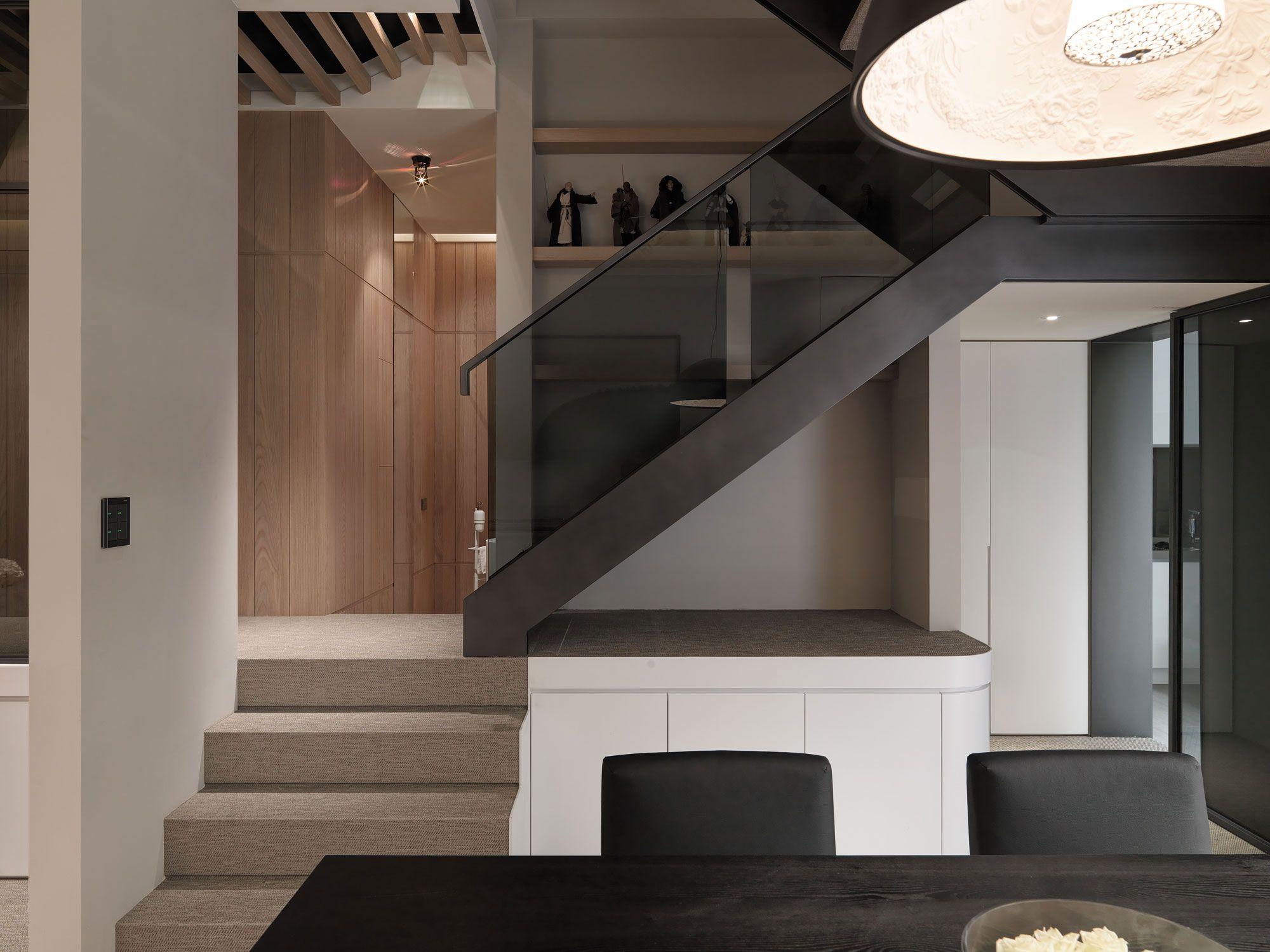 A-Multilevel-Contemporary-Apartment-12