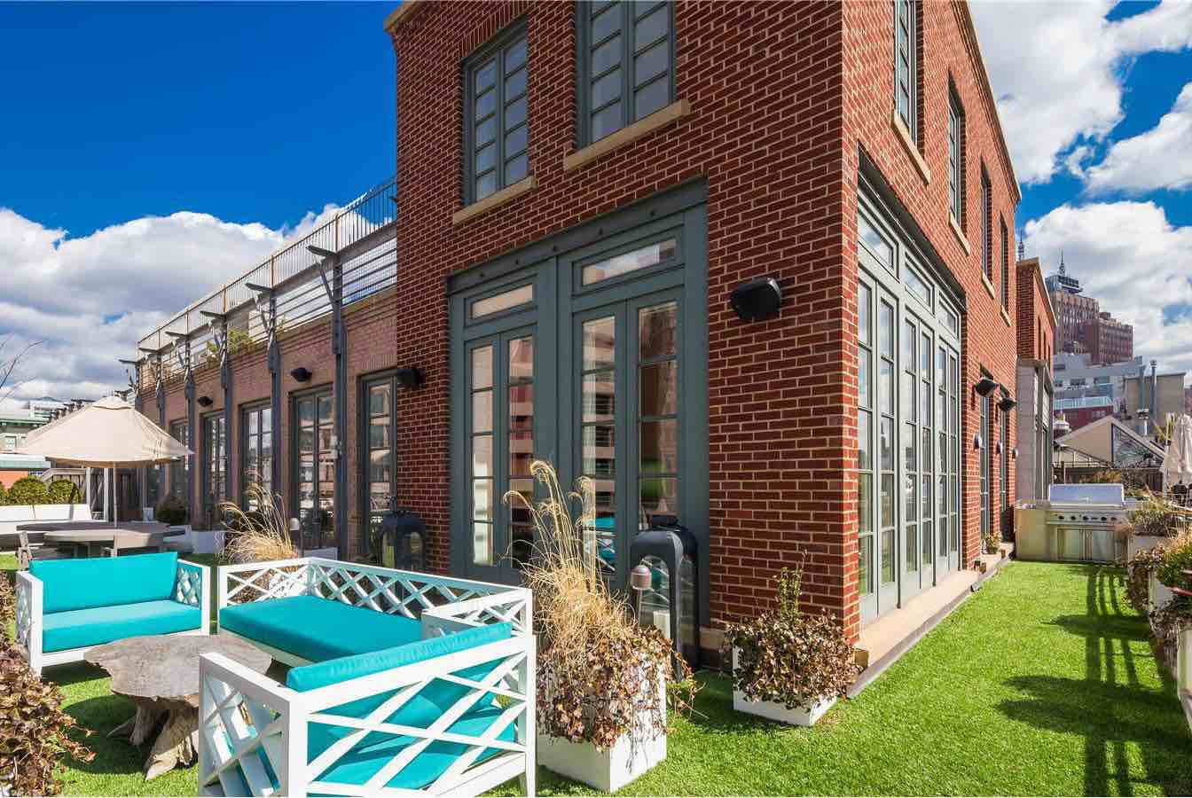 A-Penthouse-with-a-Backyard-in-Tribeca-02