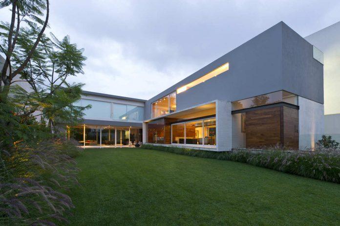 AE House by twentyfourseven