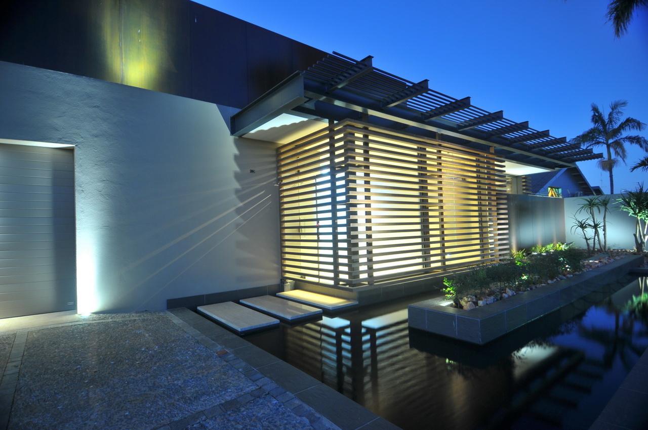 Abo villa by Werner van der Meulen for Nico van der Meulen Architects_03