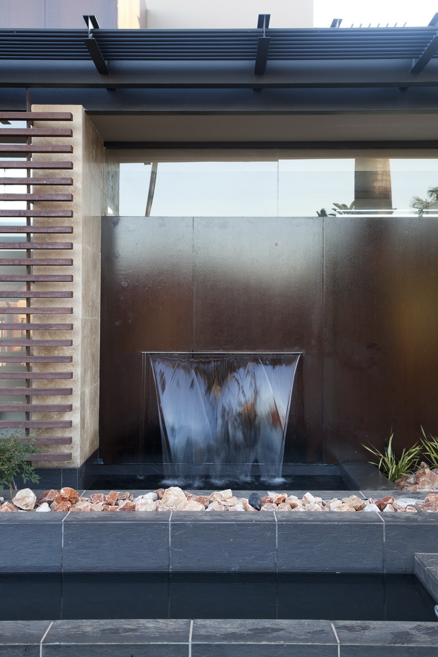 Abo villa by Werner van der Meulen for Nico van der Meulen Architects_04