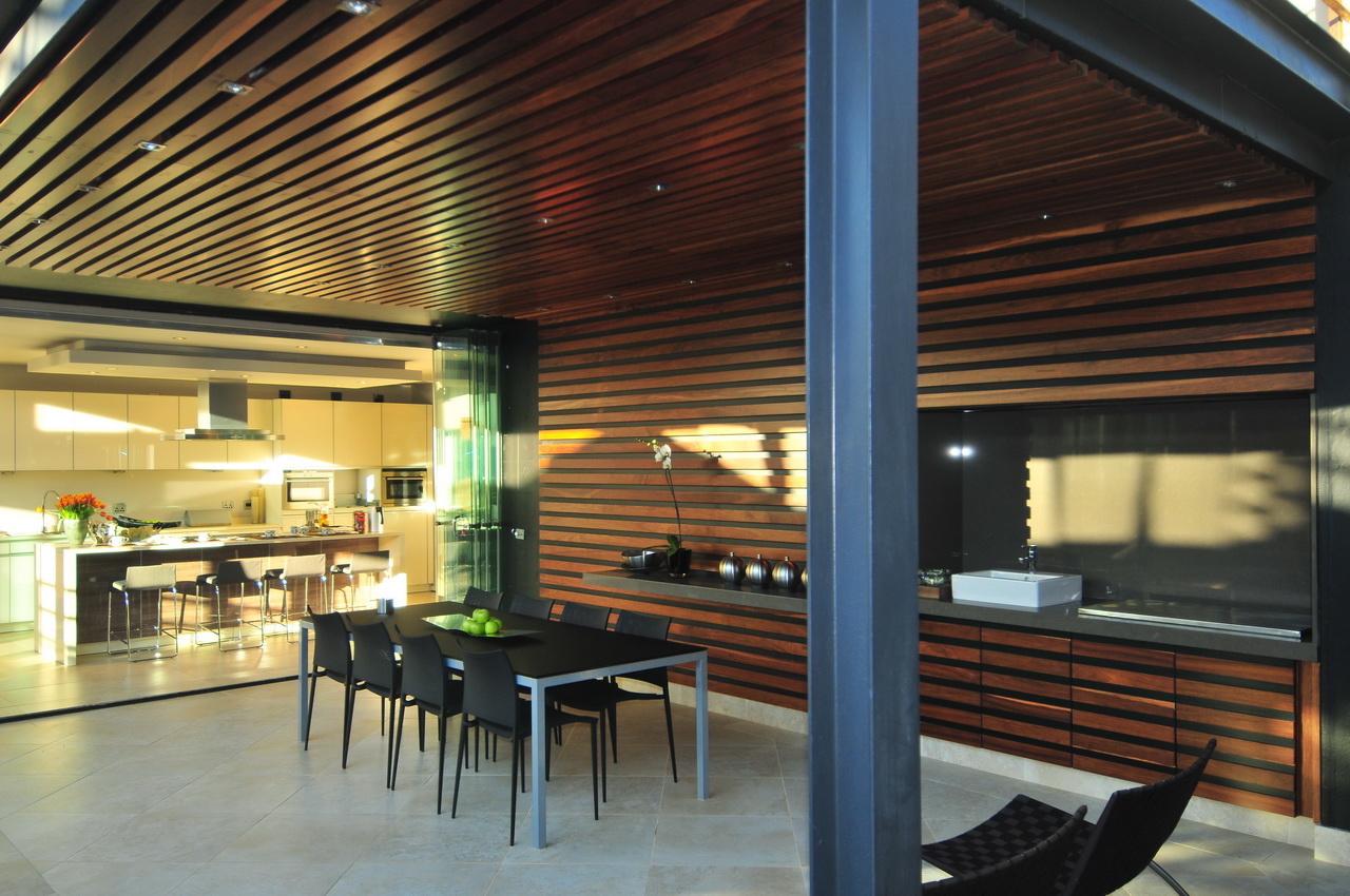 Abo villa by Werner van der Meulen for Nico van der Meulen Architects_12