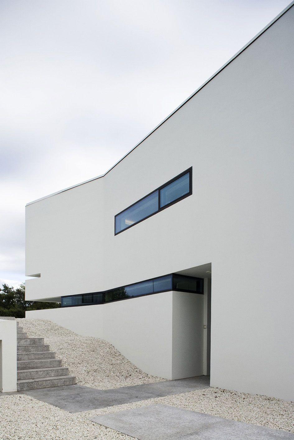 B25-House-03