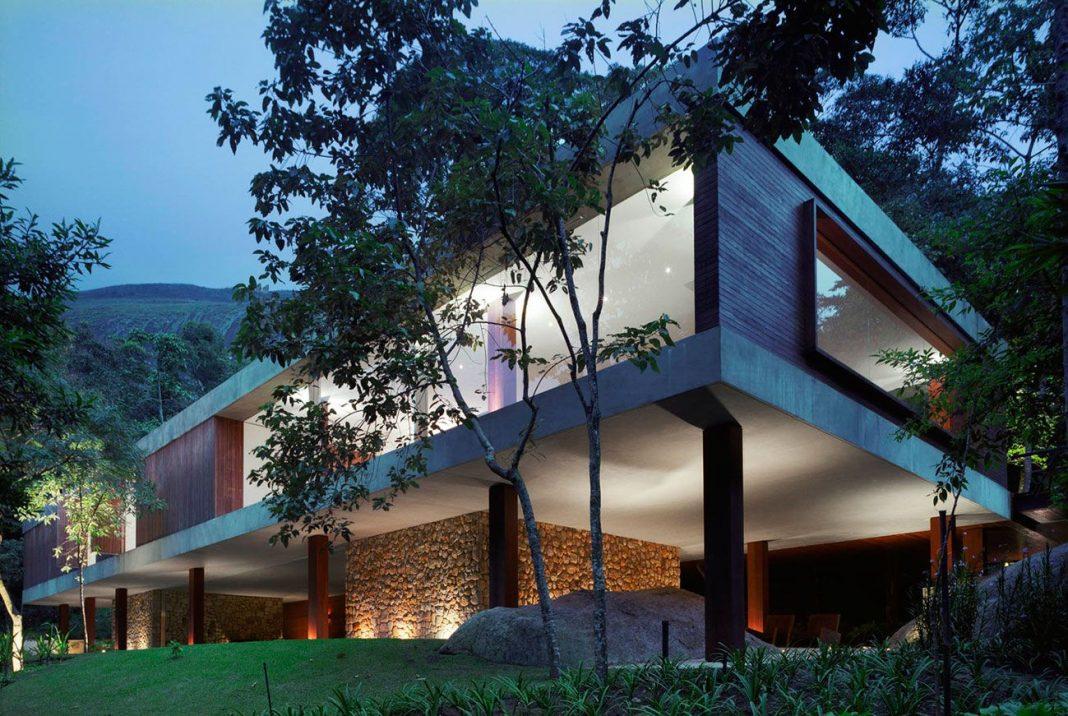 BR House by Studio MK27