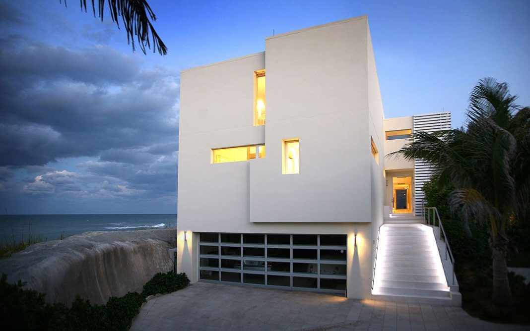 Beach Road 2 Residence by Hughes Umbanhowar Architects