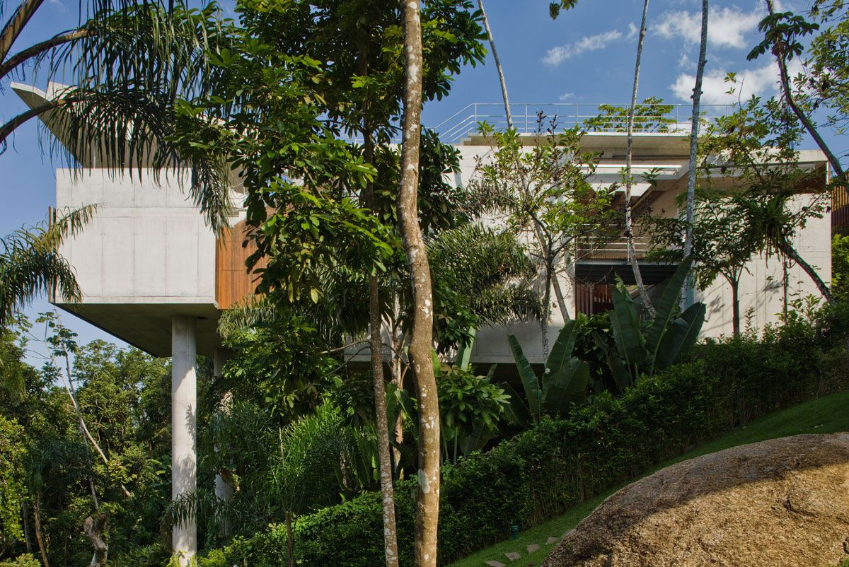 Beautiful-Concrete-House-in-Ubatuba-03
