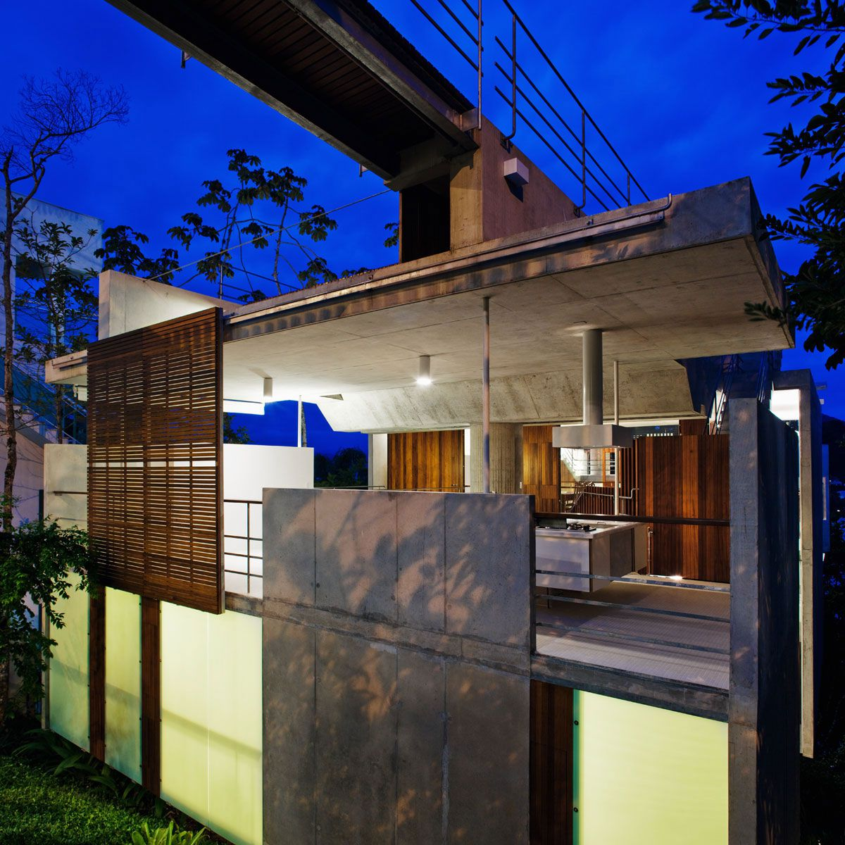 Beautiful-Concrete-House-in-Ubatuba-07-1