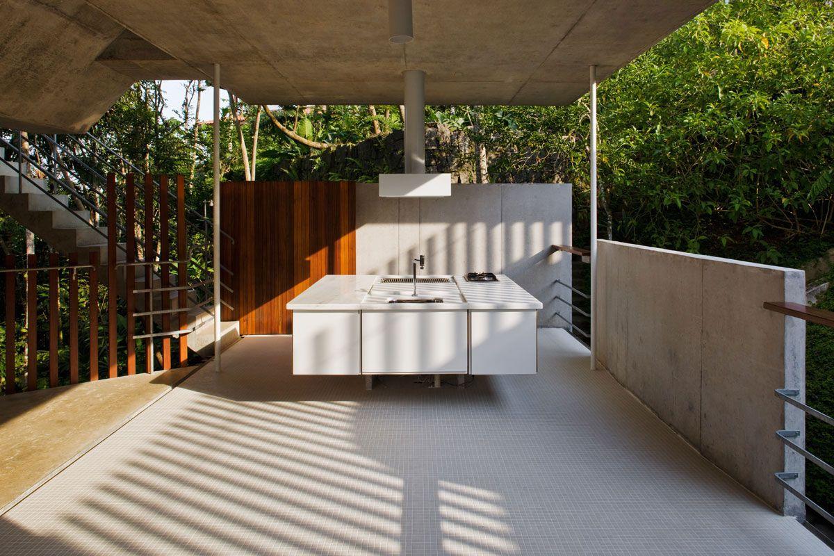Beautiful-Concrete-House-in-Ubatuba-07