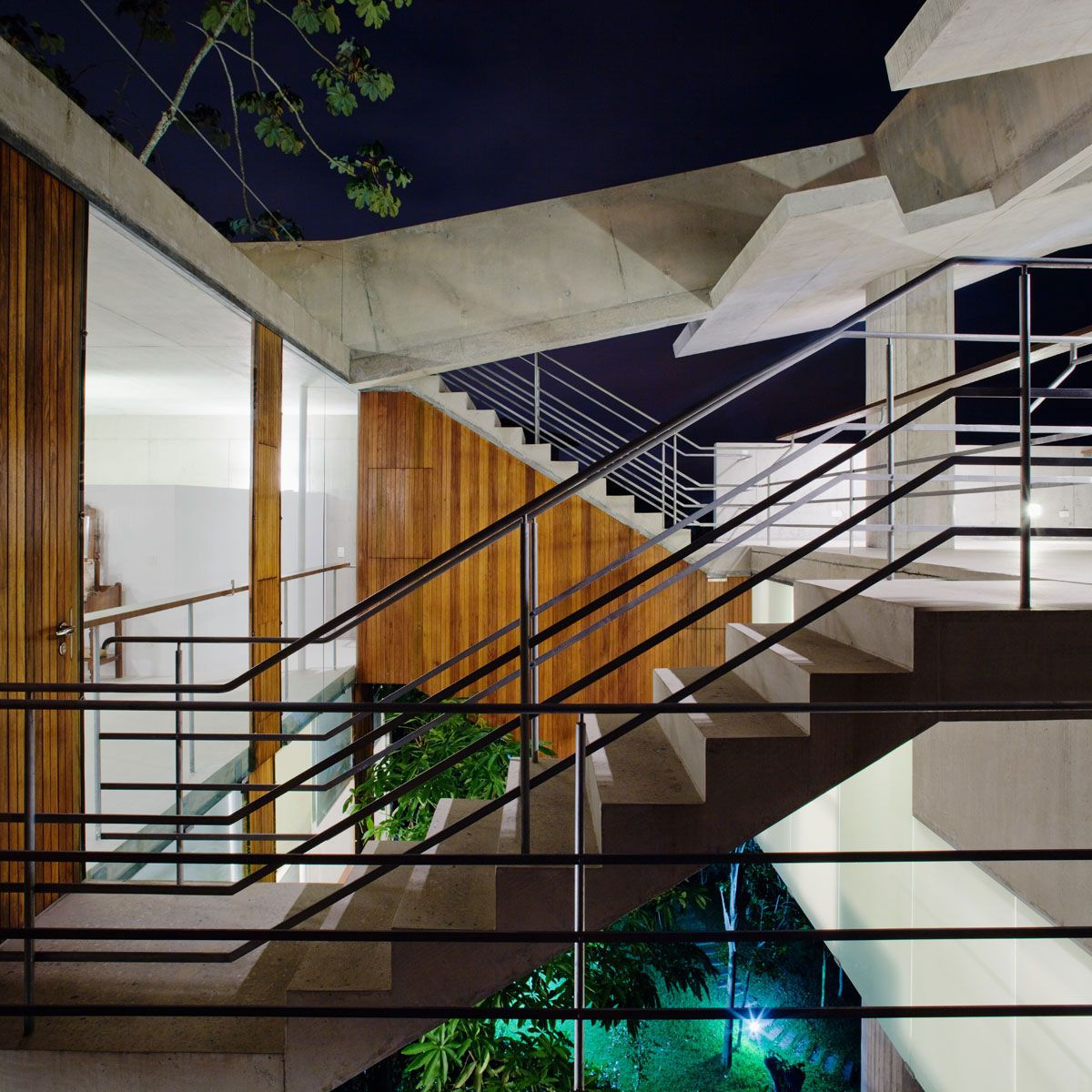Beautiful-Concrete-House-in-Ubatuba-15