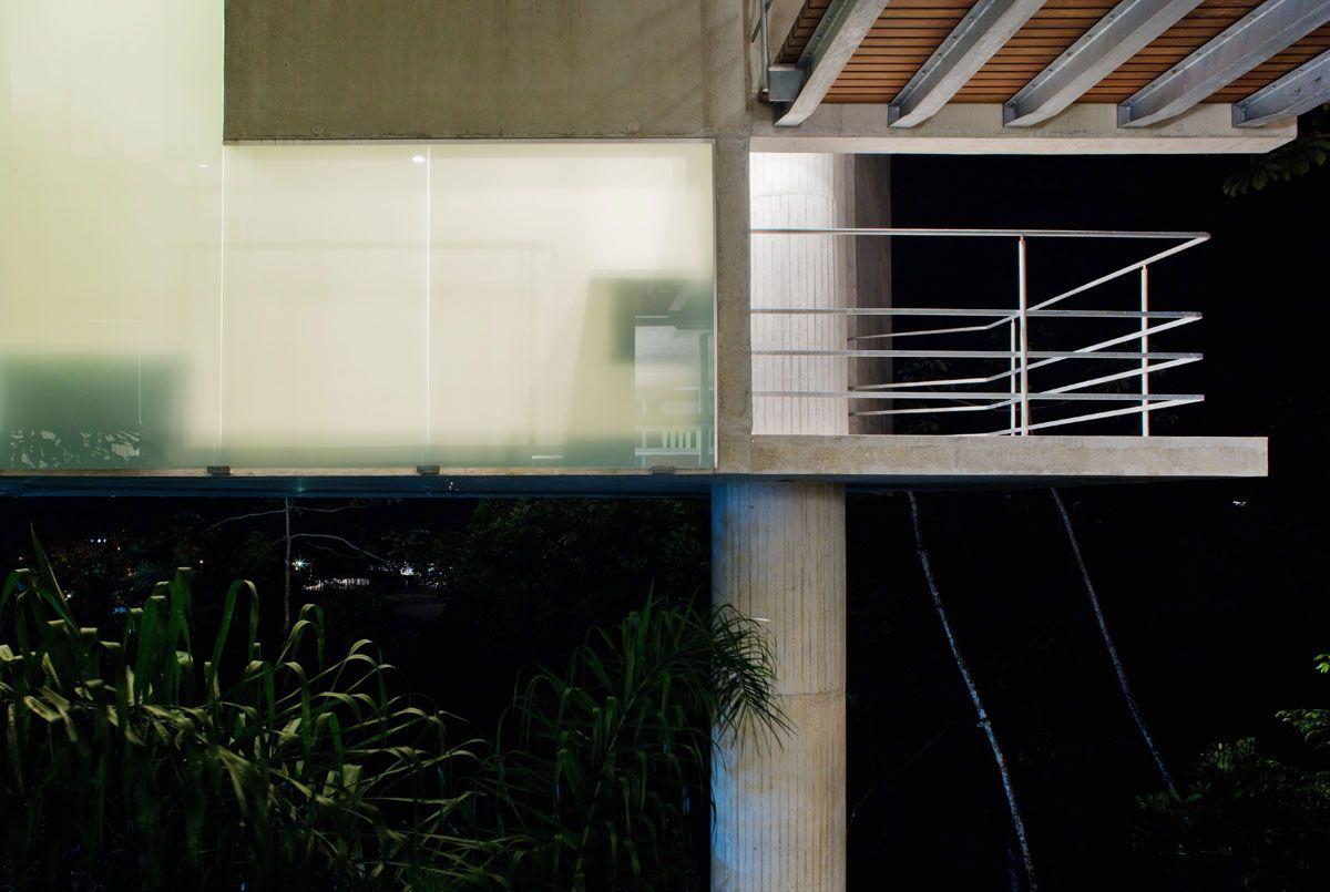 Beautiful-Concrete-House-in-Ubatuba-16