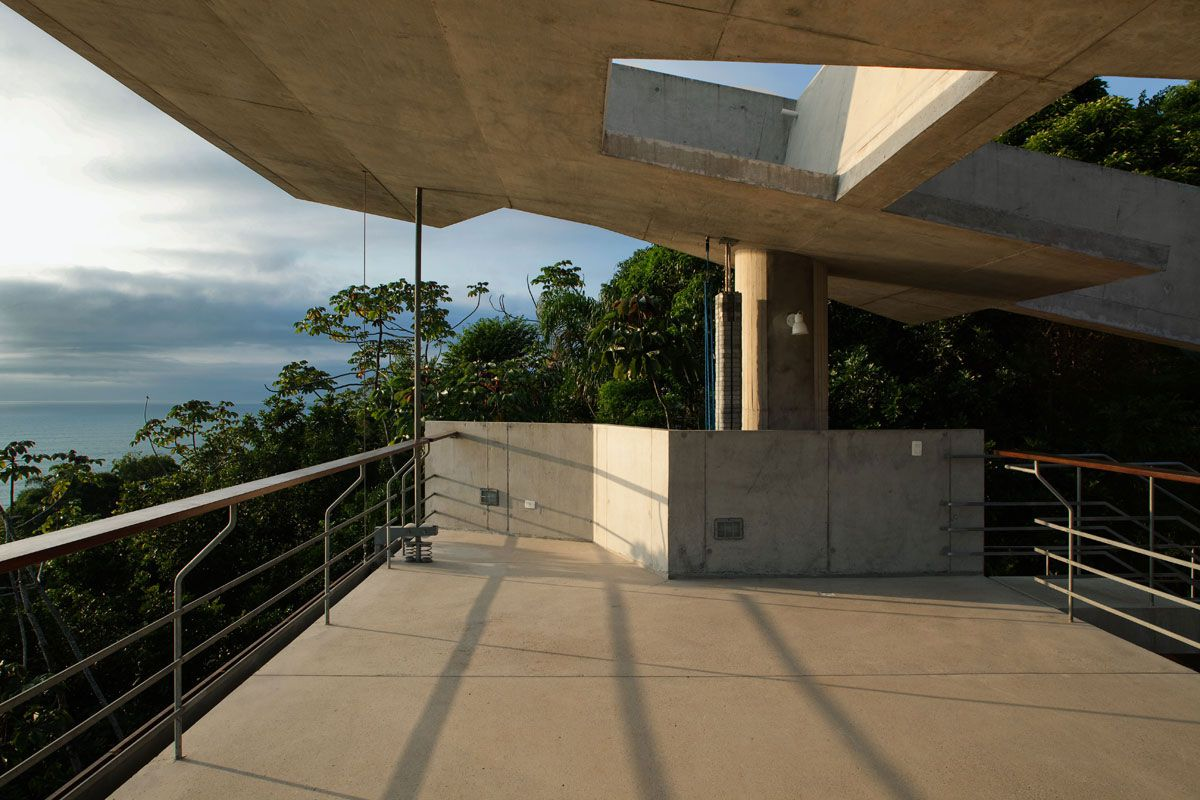 Beautiful-Concrete-House-in-Ubatuba-21