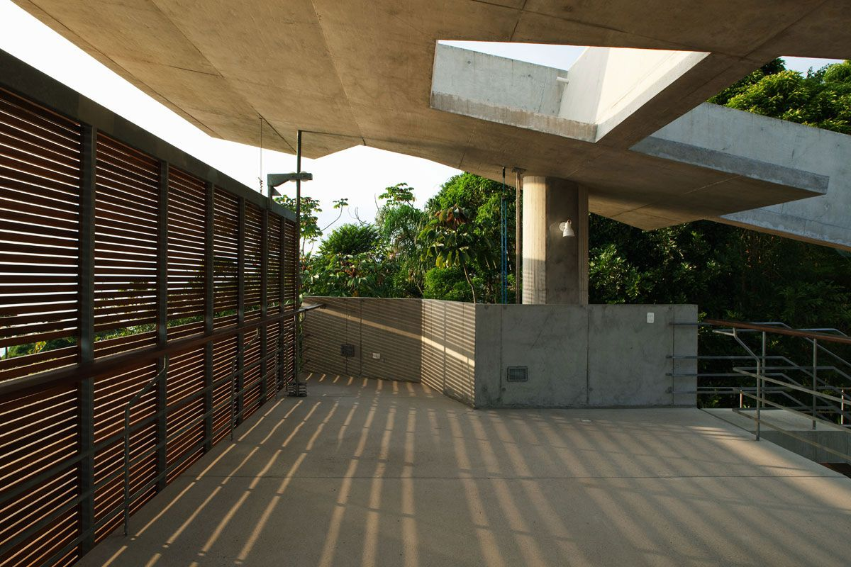 Beautiful-Concrete-House-in-Ubatuba-22