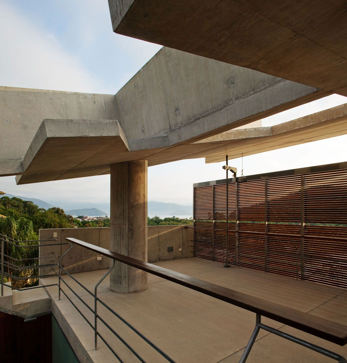 Beautiful-Concrete-House-in-Ubatuba-23