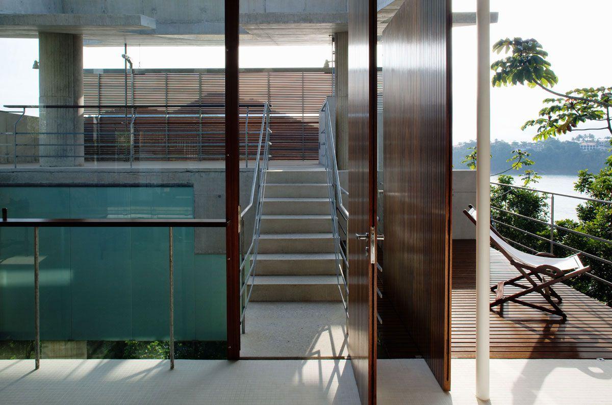 Beautiful-Concrete-House-in-Ubatuba-24