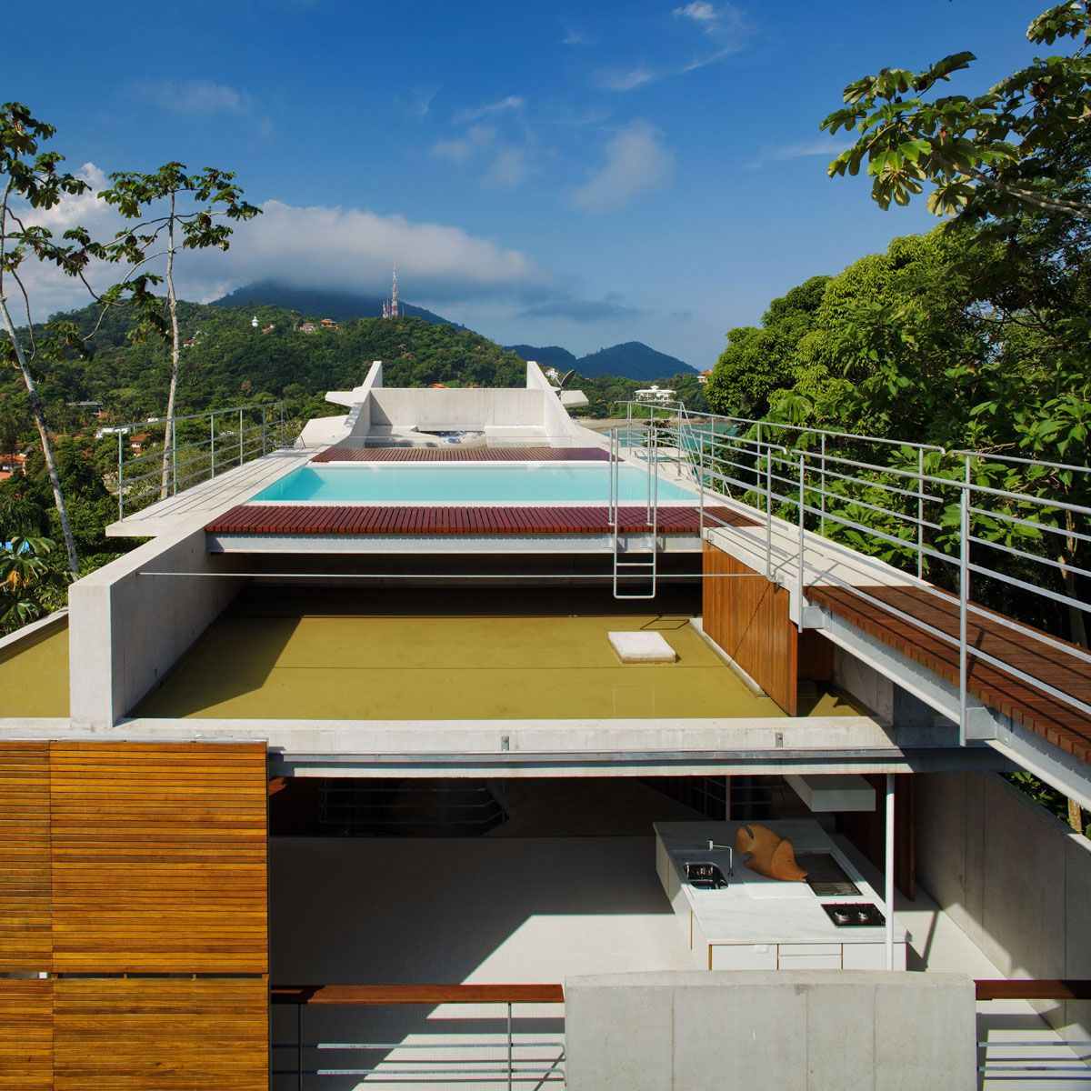 Beautiful-Concrete-House-in-Ubatuba-25-3