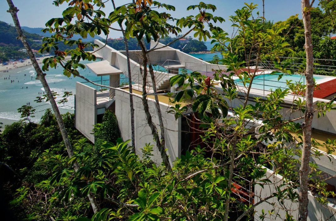 Beautiful Concrete House in Ubatuba by SPBR Arquitetos
