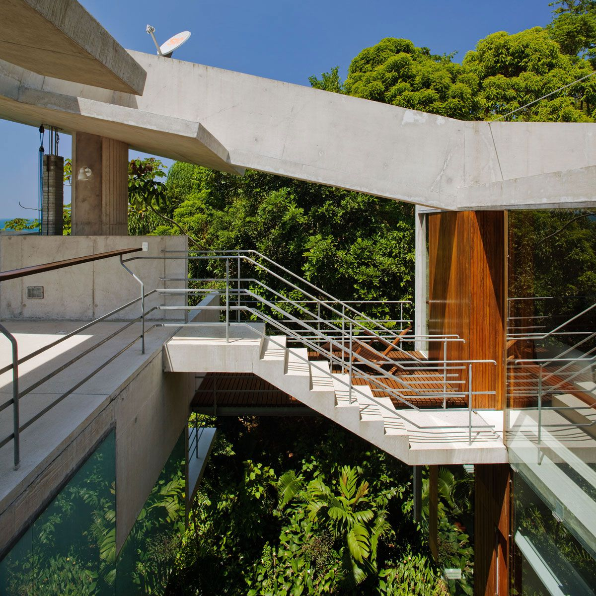 Beautiful-Concrete-House-in-Ubatuba-25-9-1