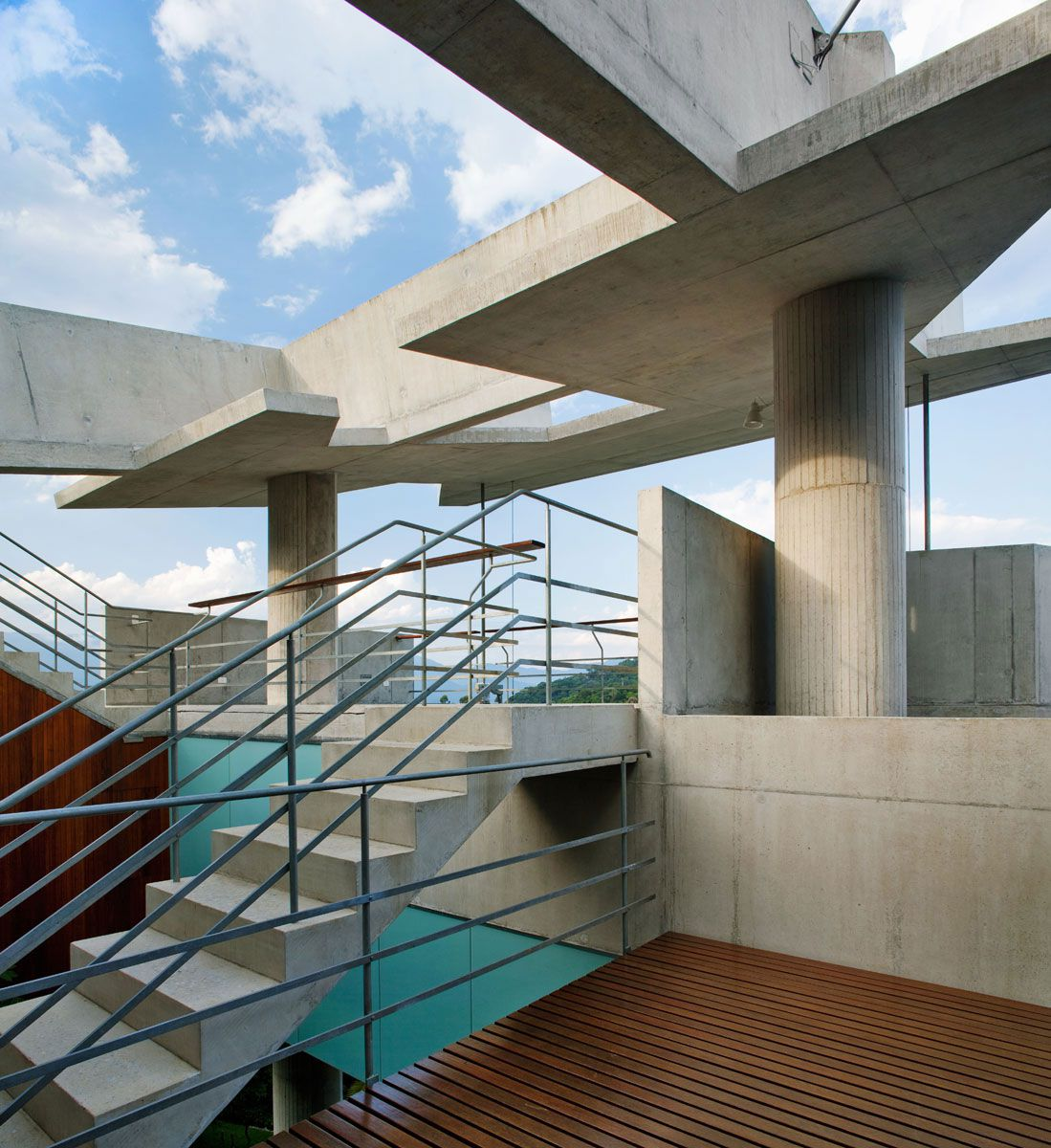 Beautiful-Concrete-House-in-Ubatuba-25-9