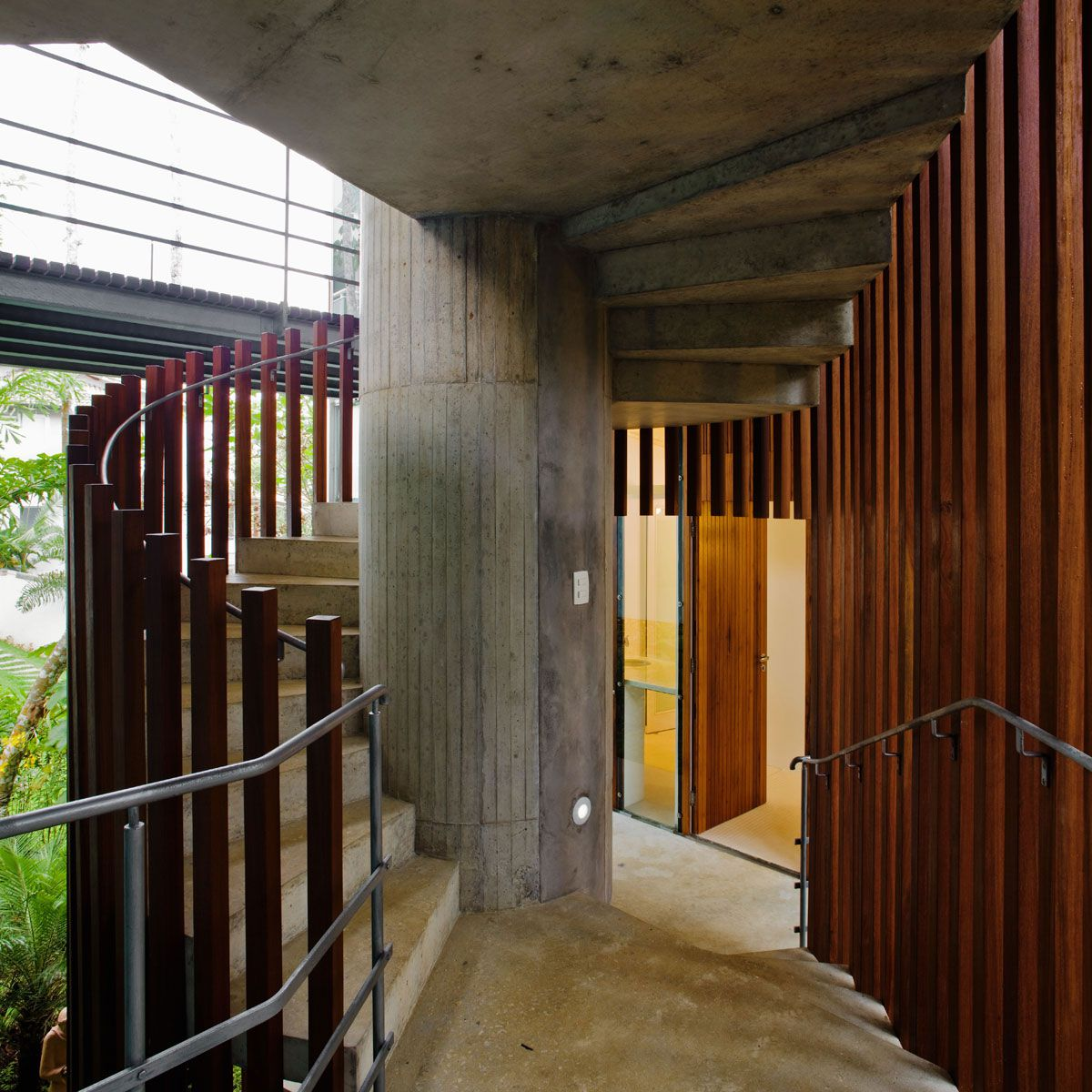 Beautiful-Concrete-House-in-Ubatuba-26-1