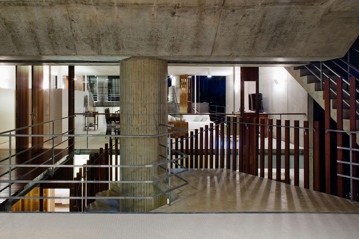 Beautiful-Concrete-House-in-Ubatuba-26-3