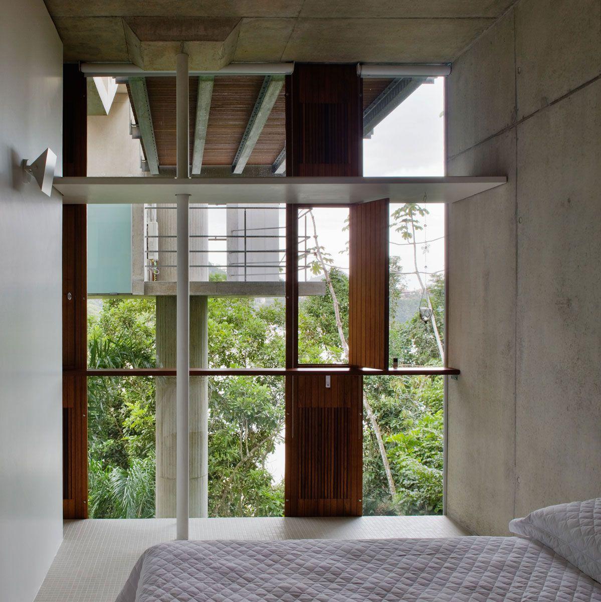 Beautiful-Concrete-House-in-Ubatuba-34-1