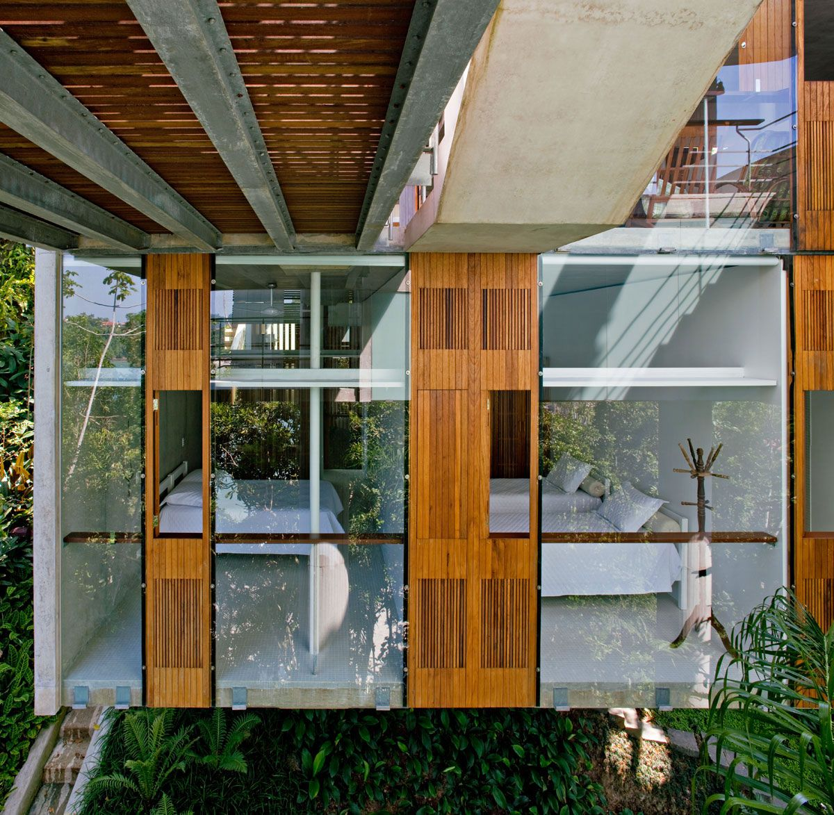 Beautiful-Concrete-House-in-Ubatuba-34-5