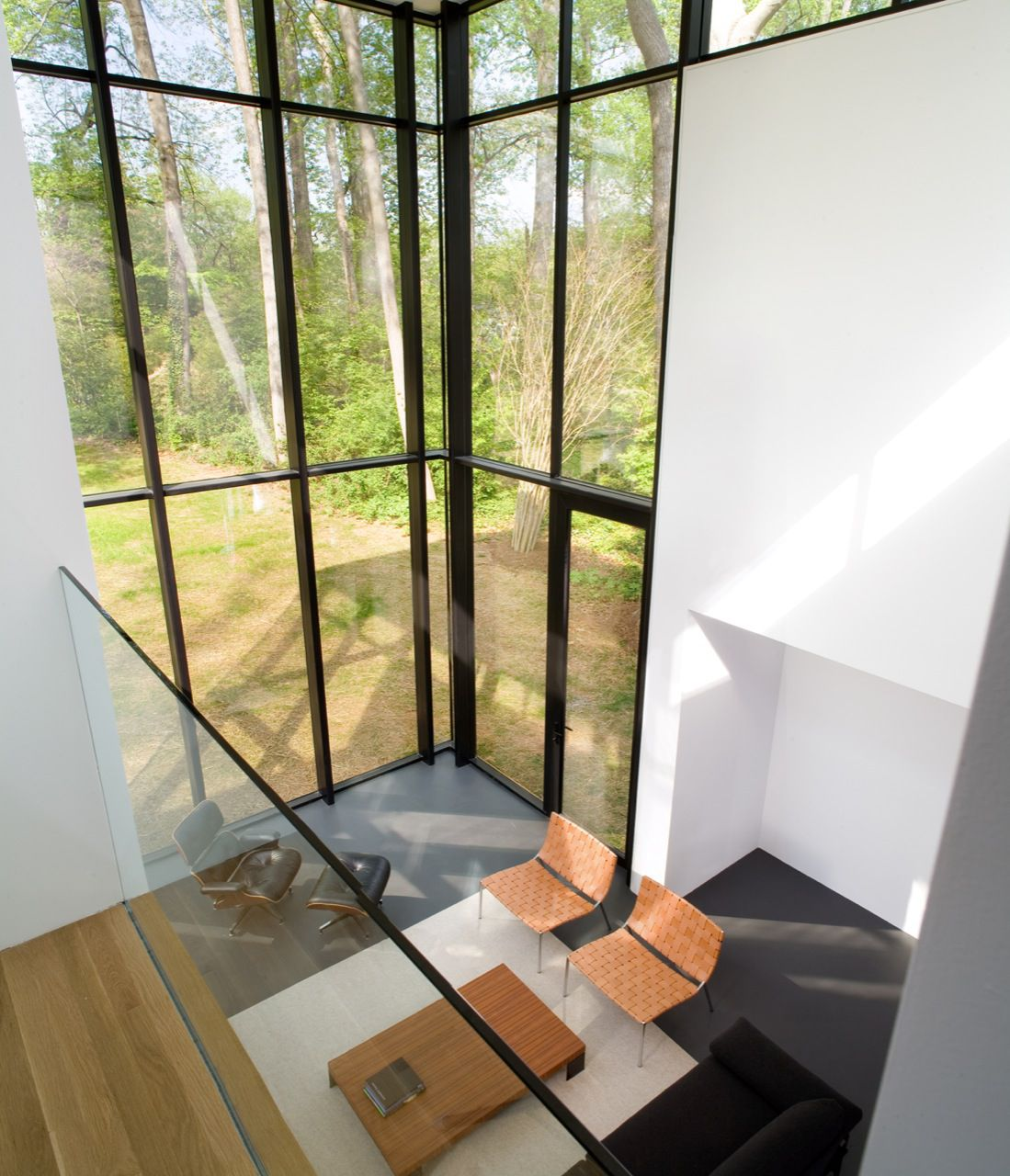 BlackWhite-Modern-Residence-02