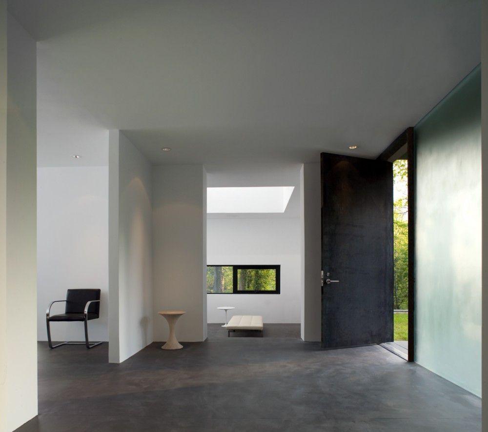 BlackWhite-Modern-Residence-07