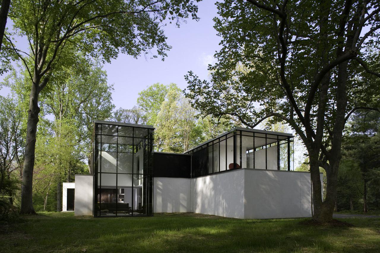 BlackWhite-Modern-Residence-10