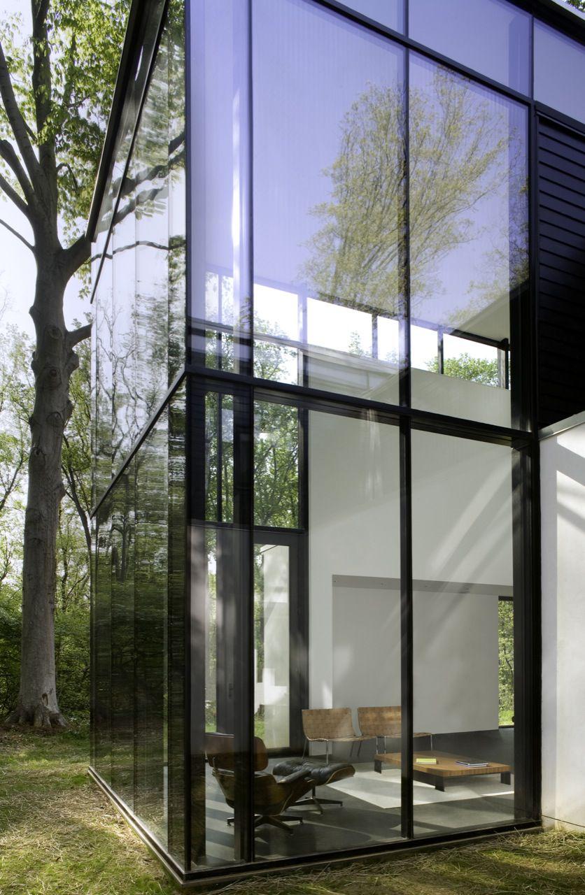 BlackWhite-Modern-Residence-11