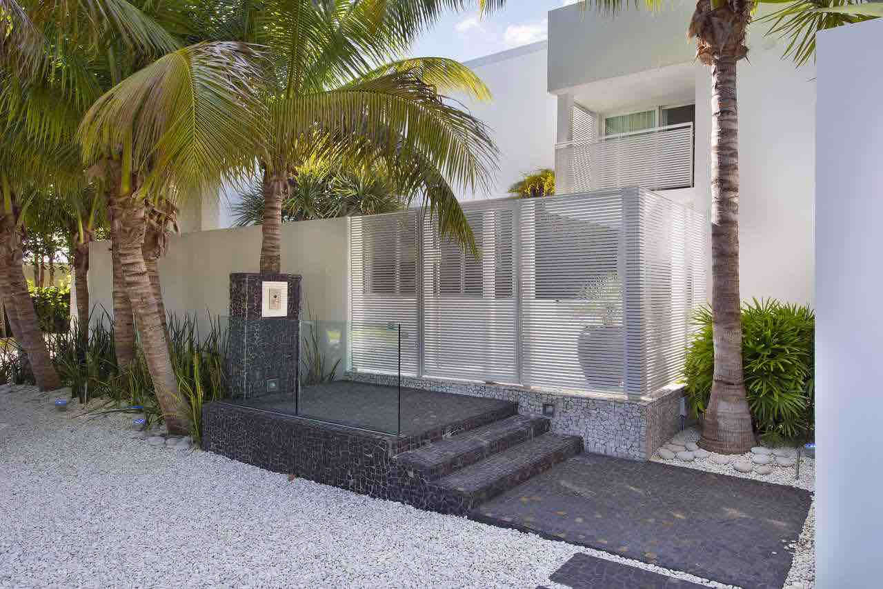 Breezy-Home-in-Key-Biscayne-01